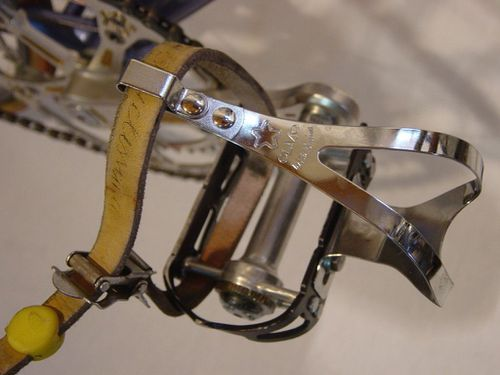 A-pedale-dessus.jpg