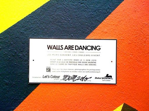 walls-are-dancing-datamatrix.jpg