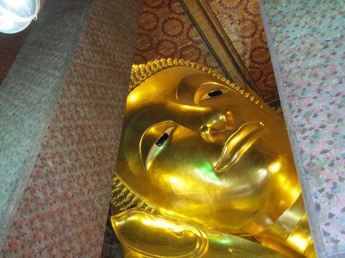 Bangkok Wat Pho Bouddha couché 4