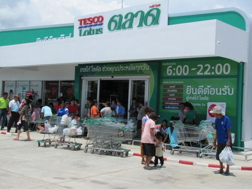 Phanom Thuan inauguration tesco lotus