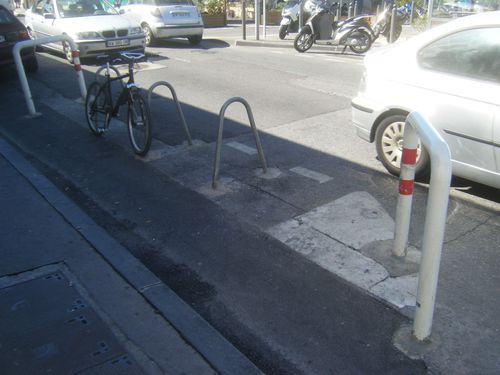 Pointerouge-parkingvelo.JPG