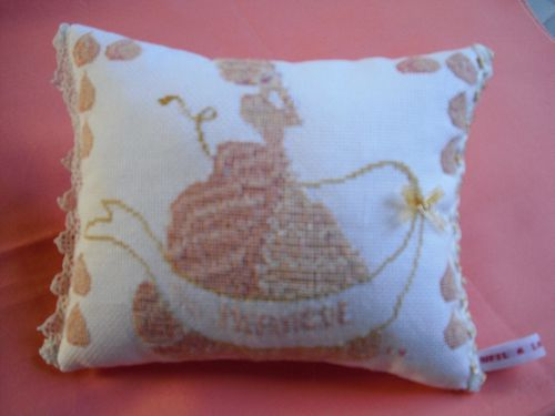 Coussin-Miss-Meringue---grand.JPG