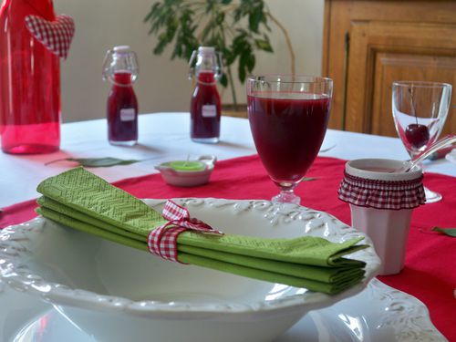 Table cerise 068