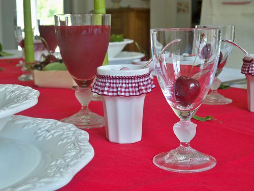 Table cerise 072