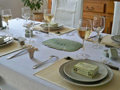 Table olives et raphia 180