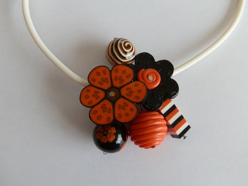 Collier grappe Orange et Noir