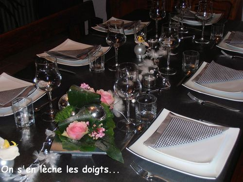 table de no l chic et f erique on s 39 en l che les doigts. Black Bedroom Furniture Sets. Home Design Ideas