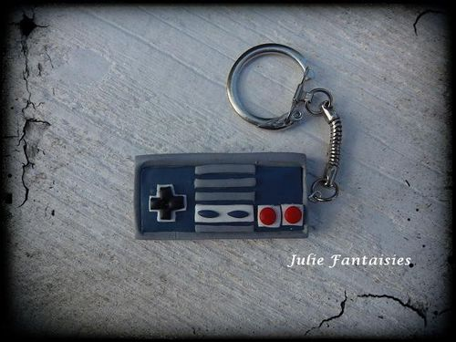 PCF-porte-cle-manette-nes--retro-gaming--en-pate-fimo.jpg