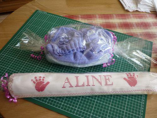 Aline-Naissance-4.8.14-Cadeaux-Emballes-cote-Tricot.JPG