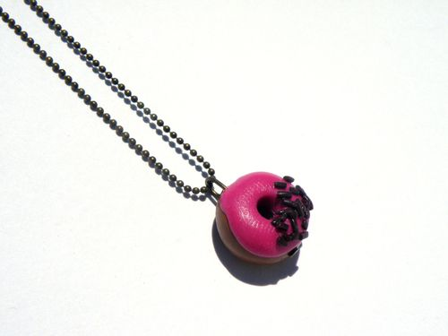 collier donuts framboise