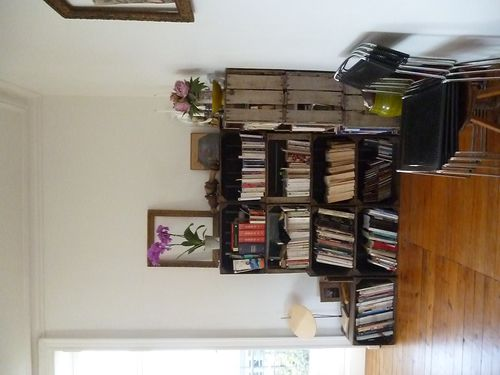 une bibliotheque sur mesure les caisses pommes. Black Bedroom Furniture Sets. Home Design Ideas