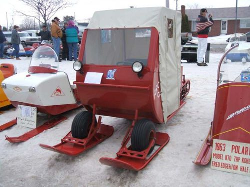 arctic-cat-snowmobile