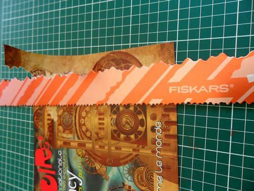 papier-dechire-regle-Fiskars.jpg