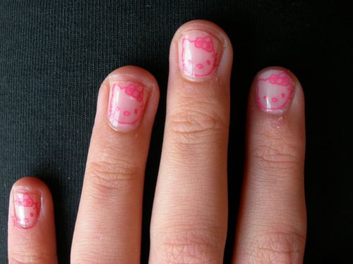 Hello-KITTY-nails-001.jpg