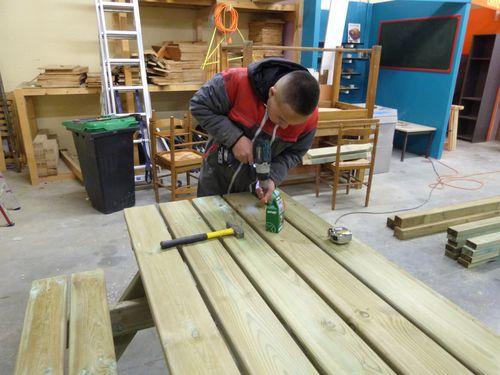 réalisation de tables et de banc de jardin 5 - vissage
