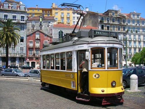 photo de lisbonne et du tramway au portugal