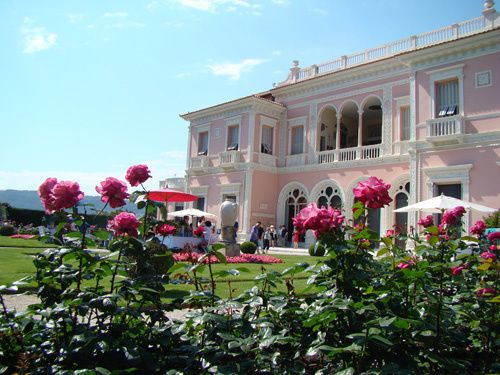 Roses-de-Nice-dans le jardin de la villa keryols.jpg