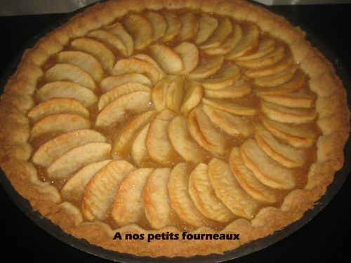 tarte aux pommes avec pate sabl e le blog de a nos petits fourneaux. Black Bedroom Furniture Sets. Home Design Ideas