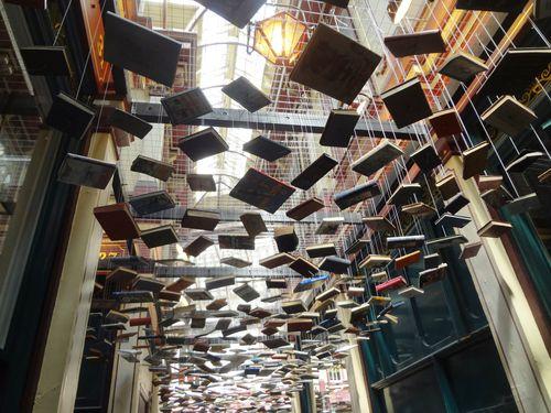 Hanging Books in Leadenhall Market. Un controsoffitto di libri