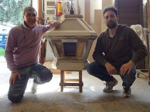 Instancabile maestro Bennardo all'opera. In cantiere il restauro di un tabernacolo ligneo e un'Ultima Cena in terracotta