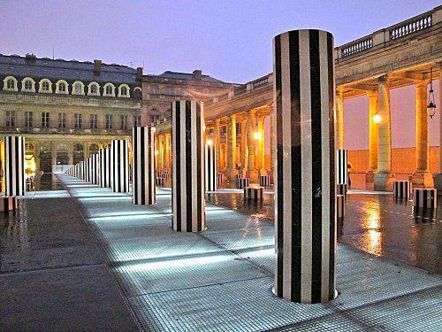 Buren-colonnes-renovees-nuit-Palais-Royal-3.jpg