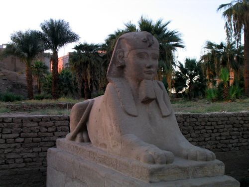 Egypt2004_11_Louxor_temple-4-.jpg