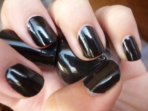 Vernis ongles noir s phora chic and rebel arty nails blog - Vernis a ongle noir ...