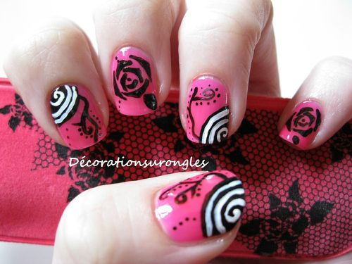 nail-art-rose-noir.jpg