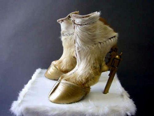 Lady-Gaga-Grammy-Shoes-2011.jpg