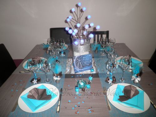D co table de f te marron et bleu le blog de les - Deco de table new york ...