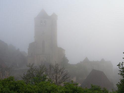 17-Eglise-de-St-Cirq-dans-la-brume.JPG