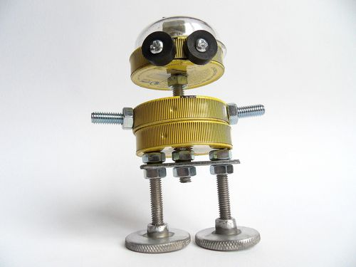 recycled assemblage robot cahou lajaunie