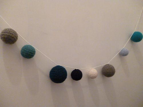 guirlande en laine colori bleu pour deco chambre enfant lesateliersdebichette. Black Bedroom Furniture Sets. Home Design Ideas