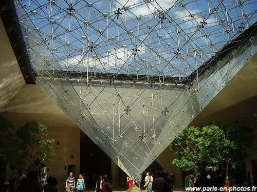 pyramide-inversee-louvre