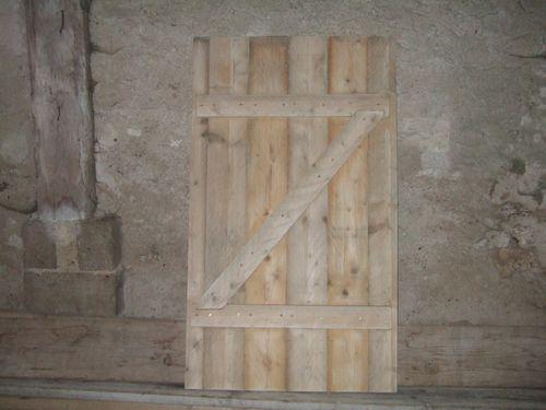 Fabrication d 39 une porte en bois r nover soi m me une for Poncer porte bois
