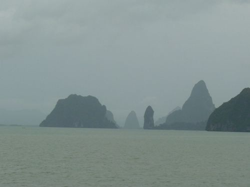 1901-BATEAU-DIRECTION-JAMES-BOND-ISLAND.JPG