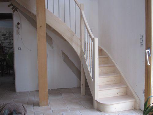 escalier bois traditionnel, 2 essences, balustres alu
