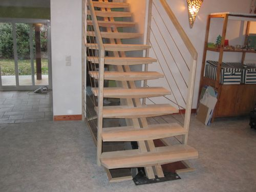Escalier limon central, fabrication artisanale
