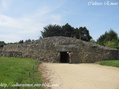 Culture-Emois---Cairn-de-la-Table-des-Marchand.jpg