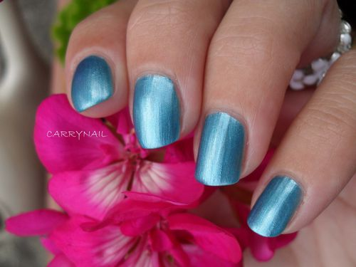 Essie Beach Bum Blu 2