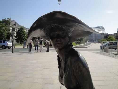 Troyes : la dame au chapeau