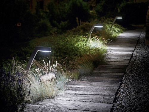 img.over-blog.com/500x375/5/92/39/99/borne-d-eclairage-de-jardin-a-led-57925-3777961