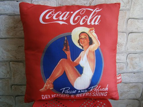 coussin coca pin up