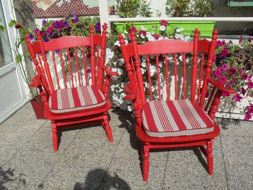 paire de fauteuils rocking chairs rouge vintage le blog de jadis. Black Bedroom Furniture Sets. Home Design Ideas