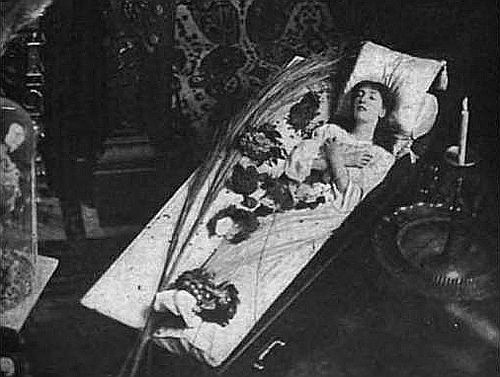 sarah-bernhardt-in-her-coffin.jpg
