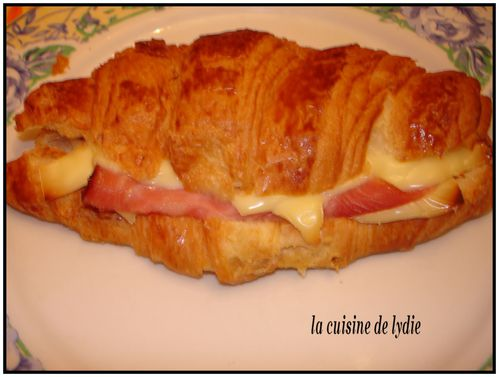 croissant-au-fromage-over.jpg