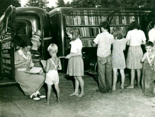 librarian-katherine-case-and-pack-library-bookmobile
