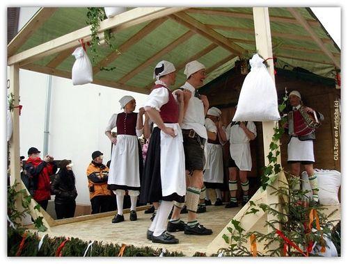 Danse-folklorique-tyrolienne.JPG