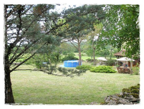 piscine-parc-gite-du-lac-audry-2011.jpg
