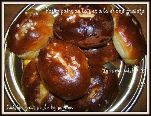 petits-pains-au-lait-et-a-la-creme-fraiche.jpg